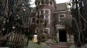 American-Horror-Story-house-deserted-in-the-70s
