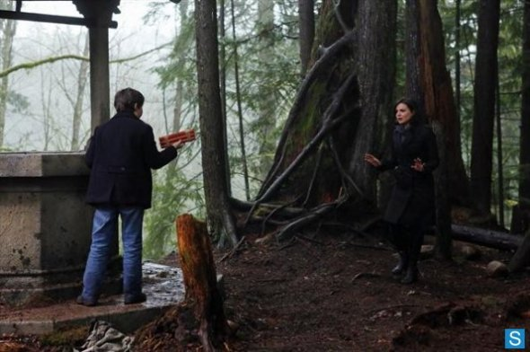 Episode-2-17-Welcome-to-Storybrooke-Promo-Pics-once-upon-a-time-33945117-595-396