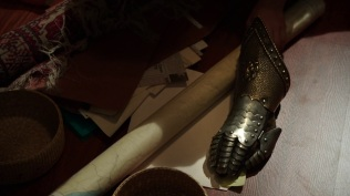 Once-Upon-a-Time-4x12-Heroes-and-Villains-Magic-Gauntlet-from-Camelot